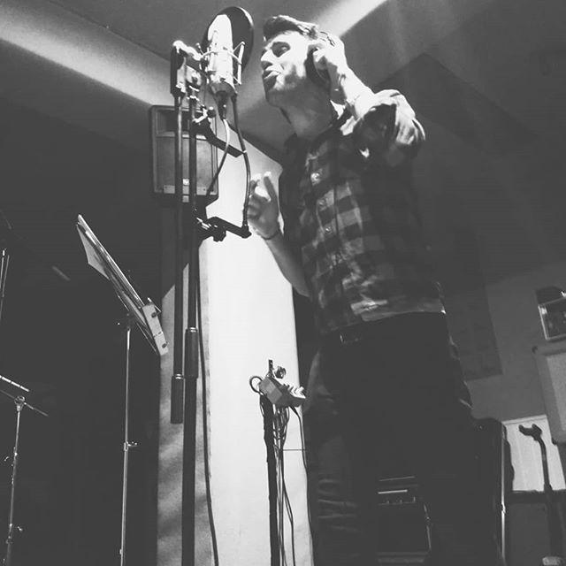 Huracan Rose, Primer dia de Grabación. Tres canciones terminadas, Bases y voces. Rock N Roll!!!