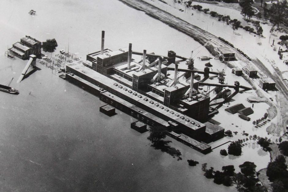 Floodwaters surround the power station at Tennyson in southern Brisbane. Royal Historical Society of Queensland