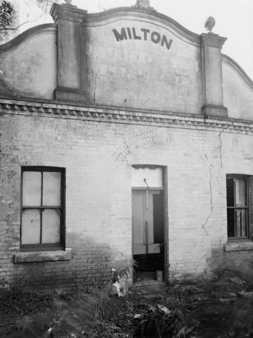 The front of the Milton Distillery building, still standing in 1949. (Brisbane City Archives, BCC-B54-280)