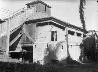 The decommissioned incinerator in 1949 (BCC-B54-213).