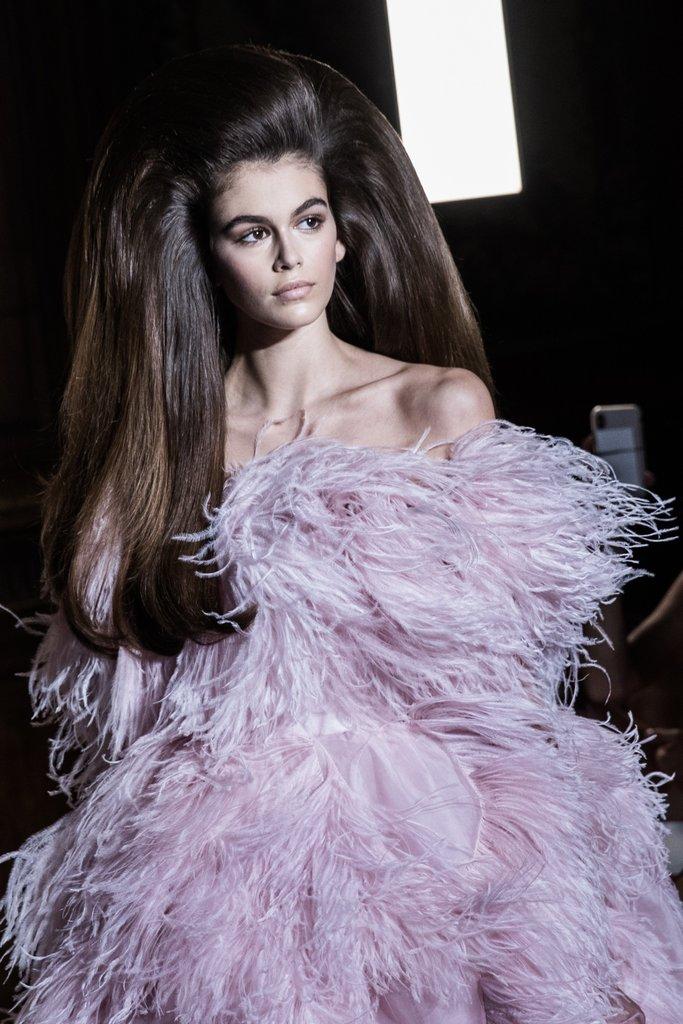 Valentino Couture fall/winter 2018-2019 - Kaia Gerber Hair