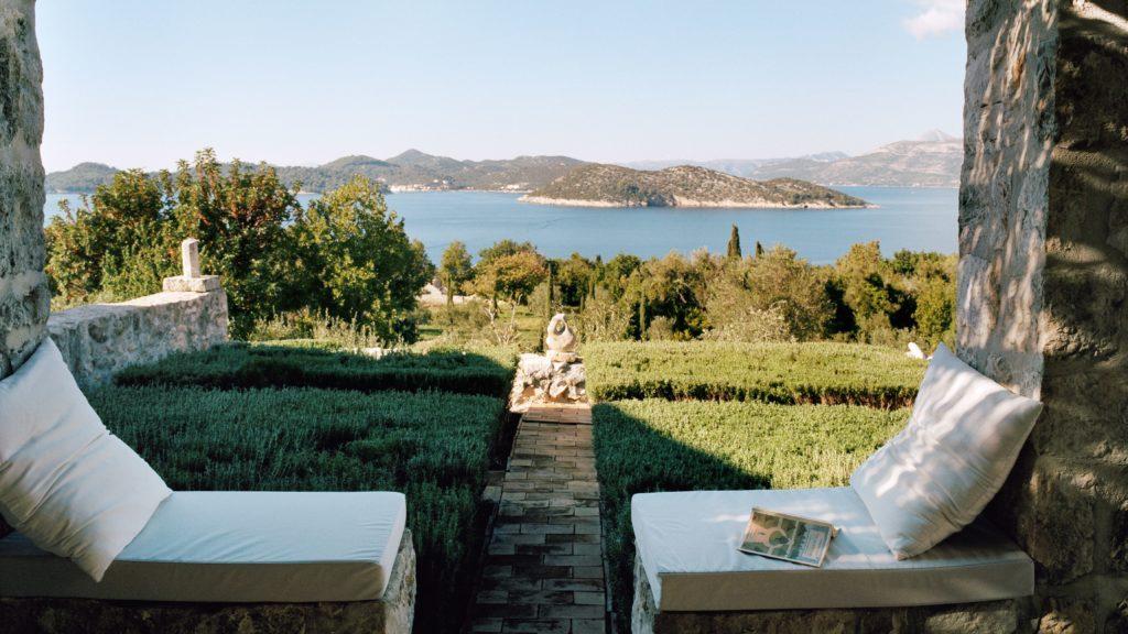 Toto Bergamo Rossi home garden view