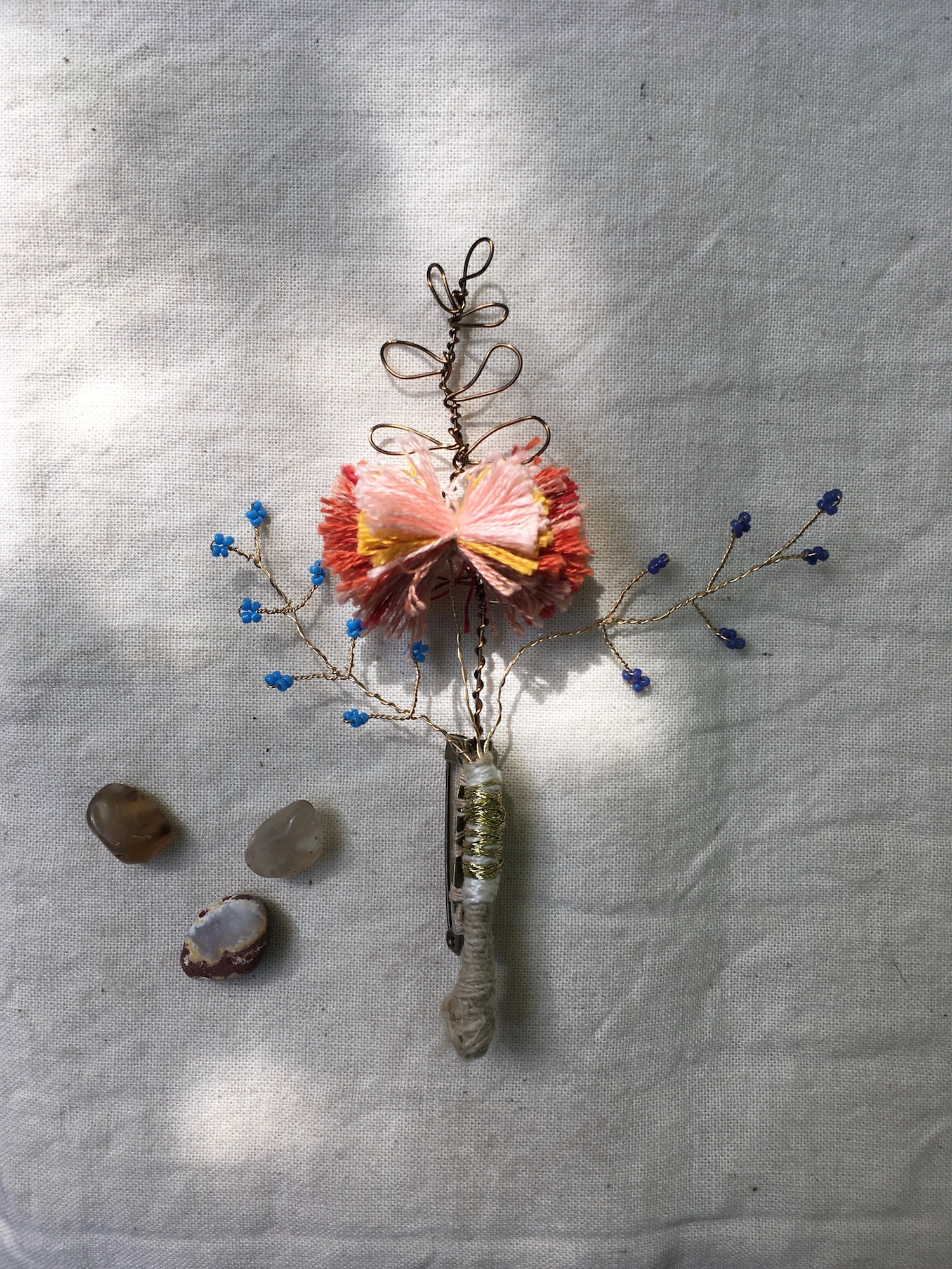 boutonniere pin peach no. 1