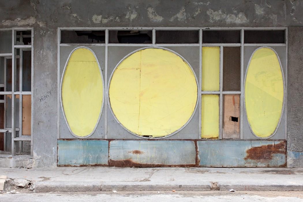 simple present #336, Havana, 2010 photo by Bert danckaert