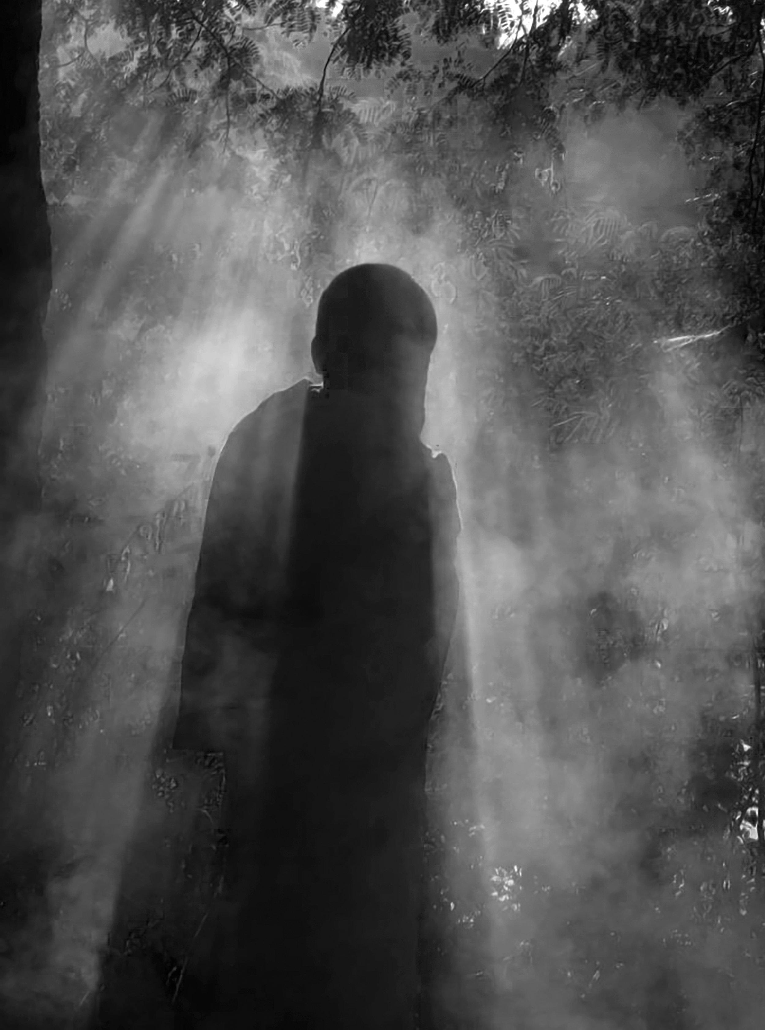 LIGHT-Alone-Light-MAI-LATTANAVONG-2016.jpg