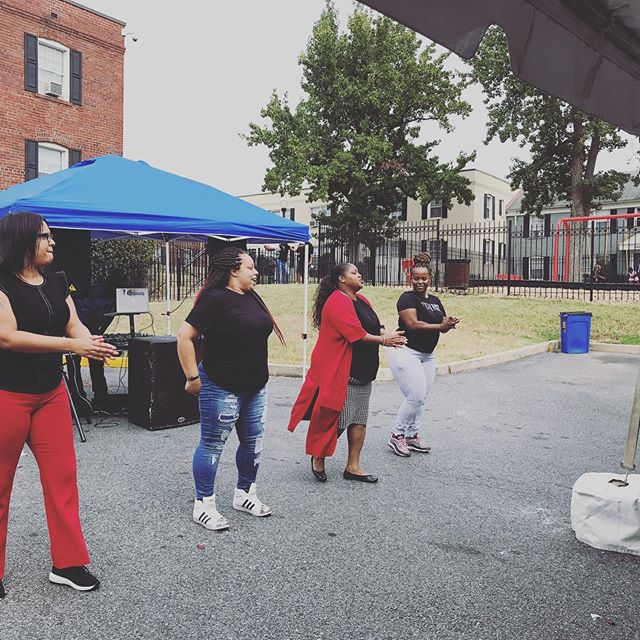 #community happens because of great people. Thank you ResOne @mh_partners @backyardamusements @chaartistry @kia_b_art @imanientertainment @thesmokehousegrill for an awesome community day #worthingtonwoodsdc