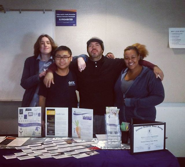 Our @orangecoastcollege #Honors #Orientation volunteers  are independent, self motivated and ready to help potential new members join!  But no, the donuts are not for you. #stem #education #serviceHours #leadership #community #college #cte