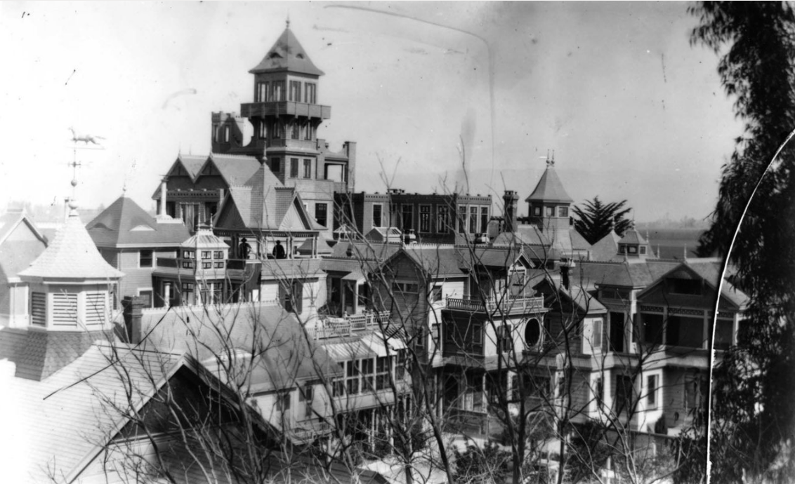 Winchester's San Jose house, prior to the 1906 earthquake. The 7-story tower fell and was removed due to damage from the quake.