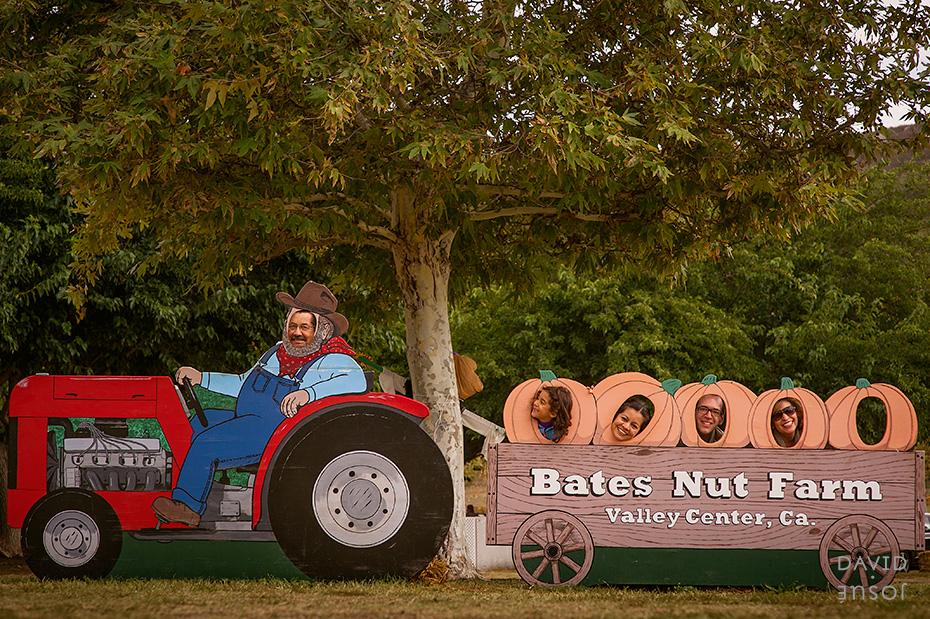 0091_cumple_suegro_bates-nut-farm-pumpkin-patch_101013-edit