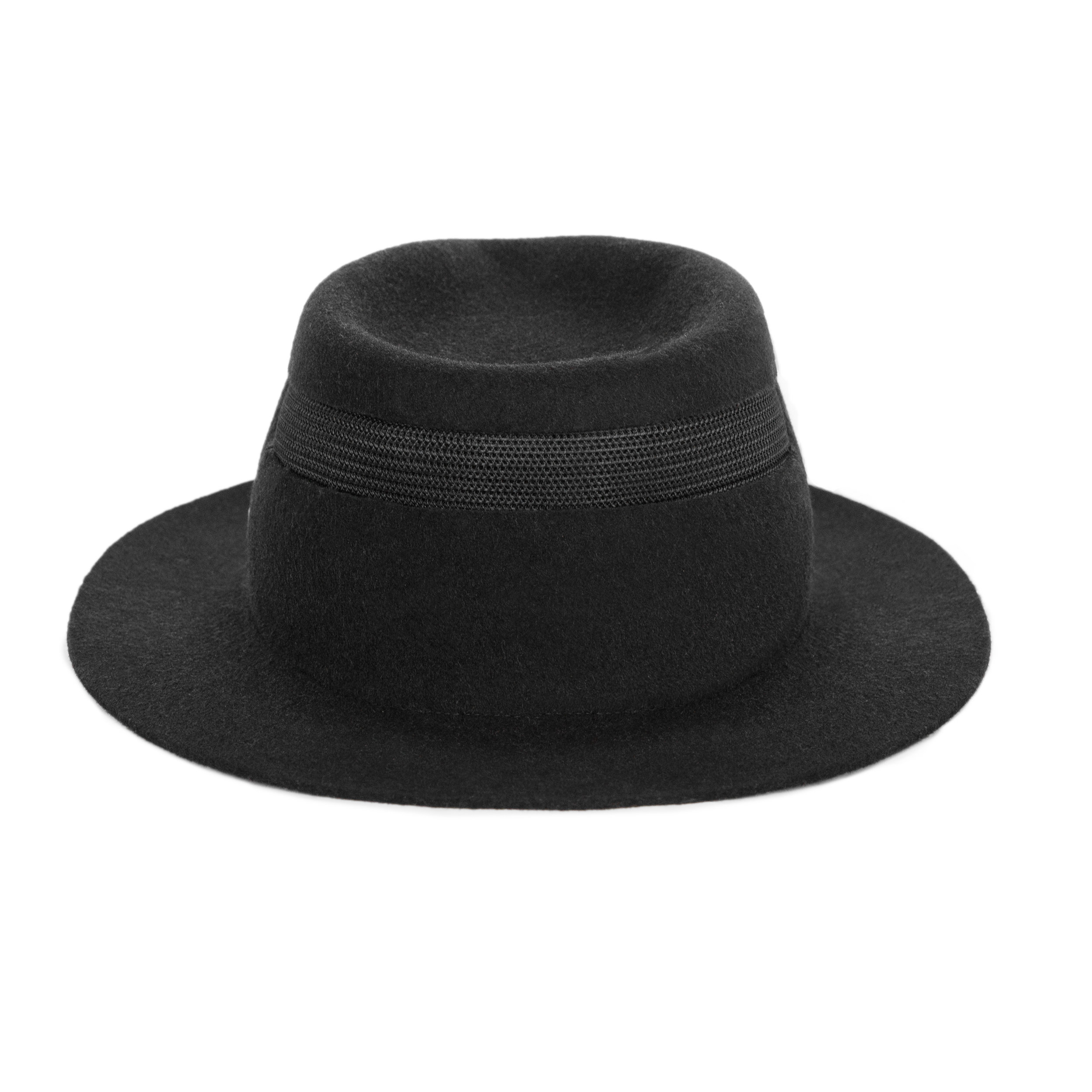 CHAPEAU RUDOLPH - This hat is for the person who constantly thinks before they act, one who always reads the instruction before starting any project. But most of all this hat is for the person who listens.