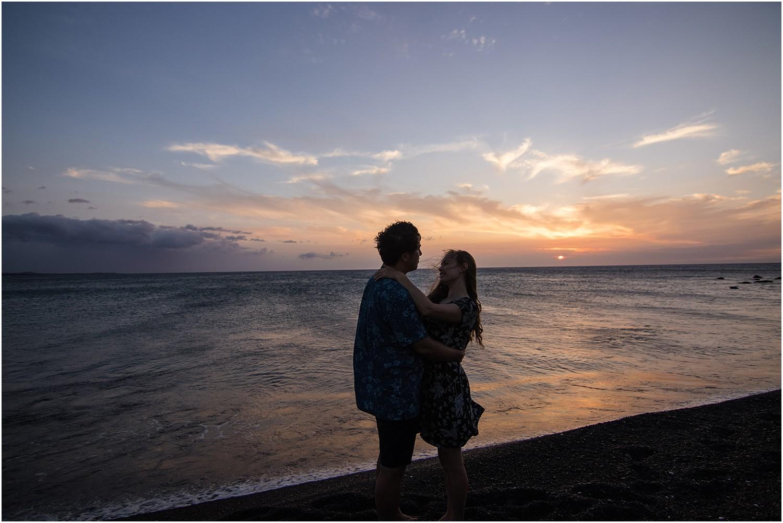 black-sand-beach-sunset-session-photos-by-aloha-zoe-photography_0004.jpg