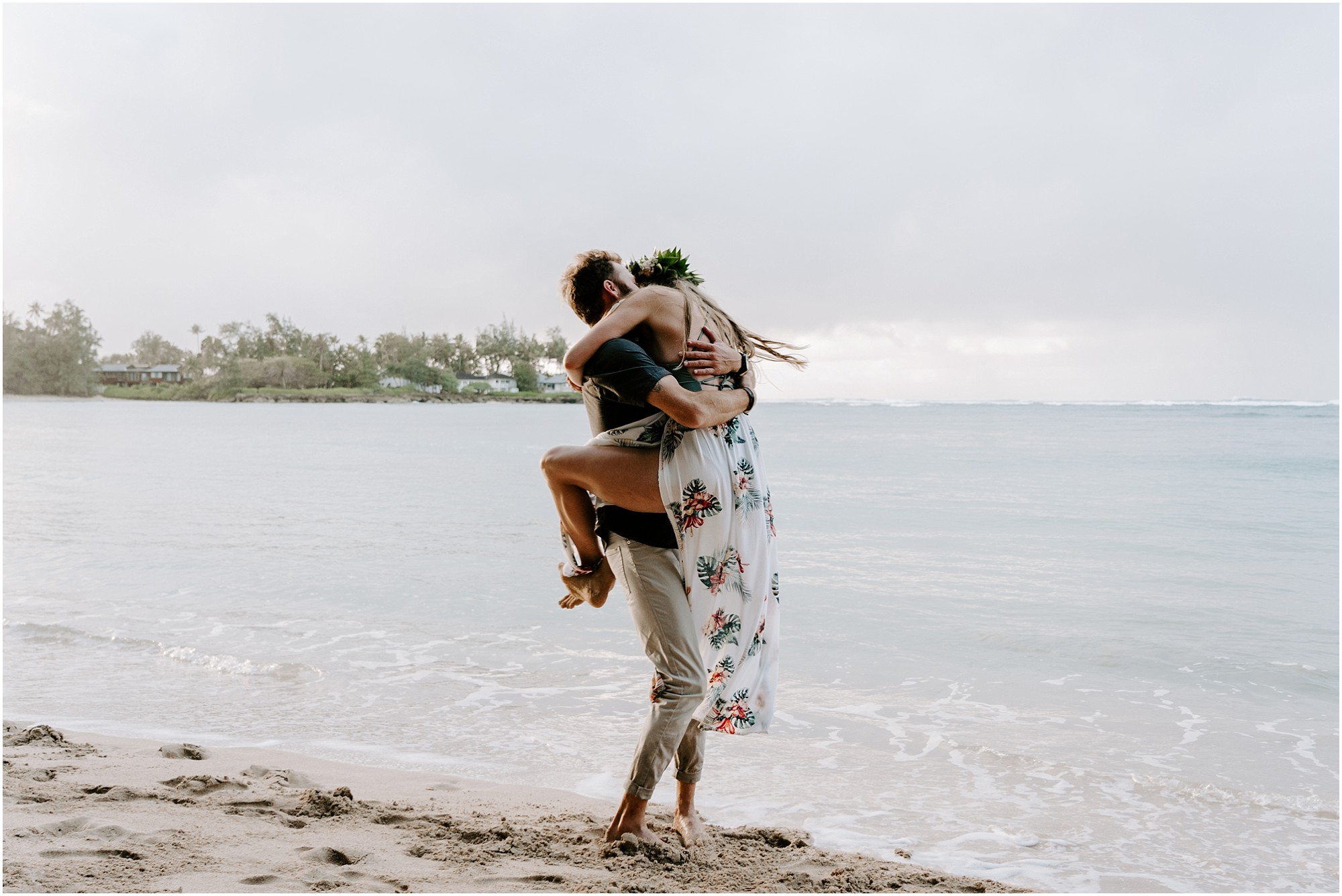 oahu-engagement-session-hawaii-elopement-photographer_0014.jpg