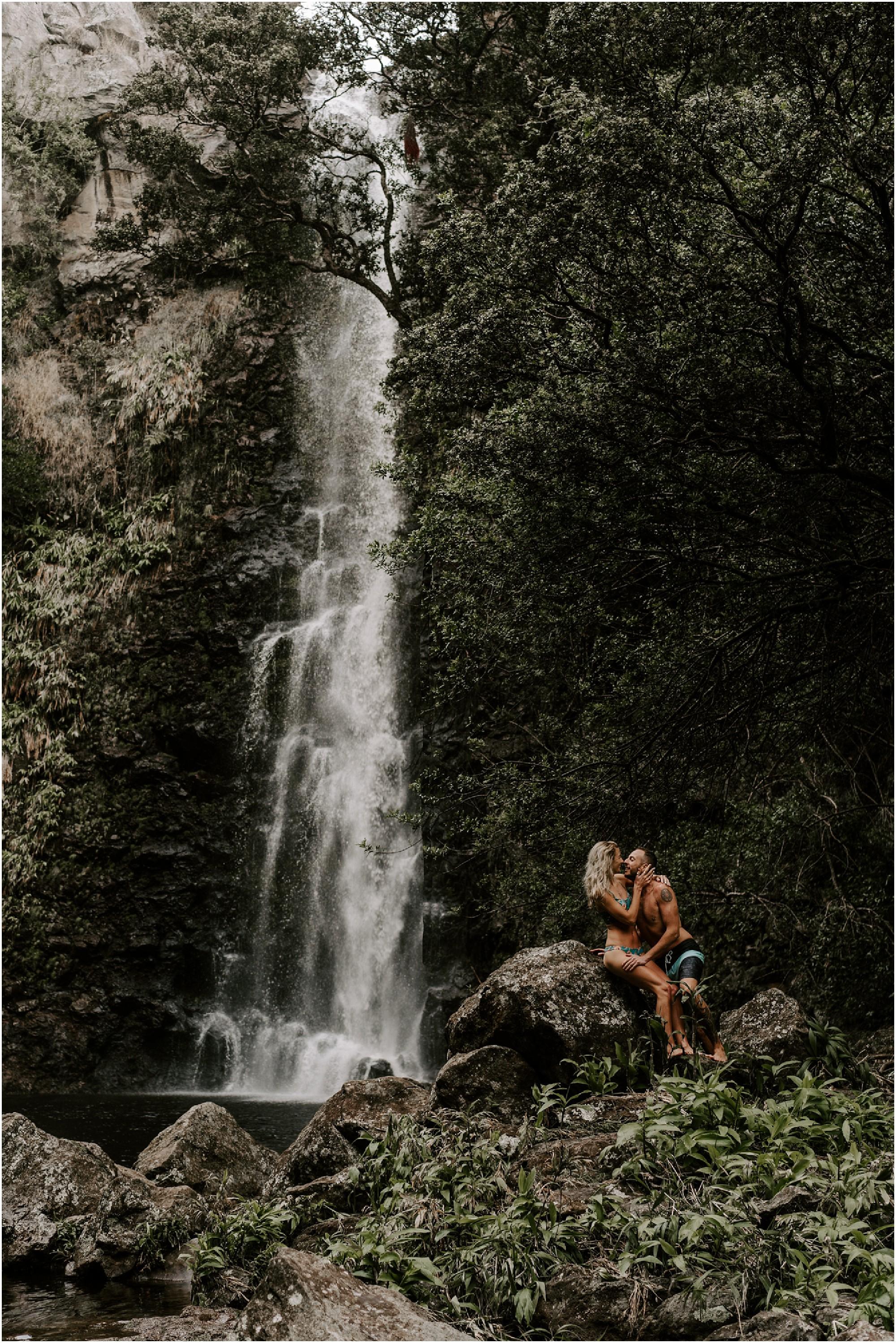 hawaii-elopement-photographer-adventure-engagement-session_0030.jpg