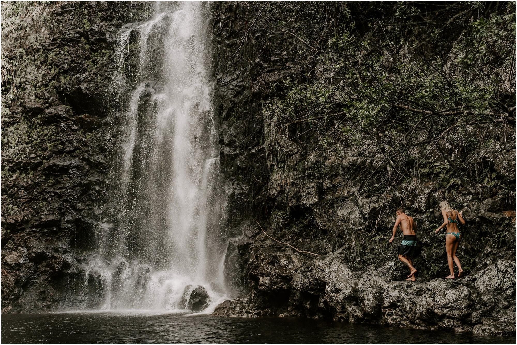 hawaii-elopement-photographer-adventure-engagement-session_0031.jpg