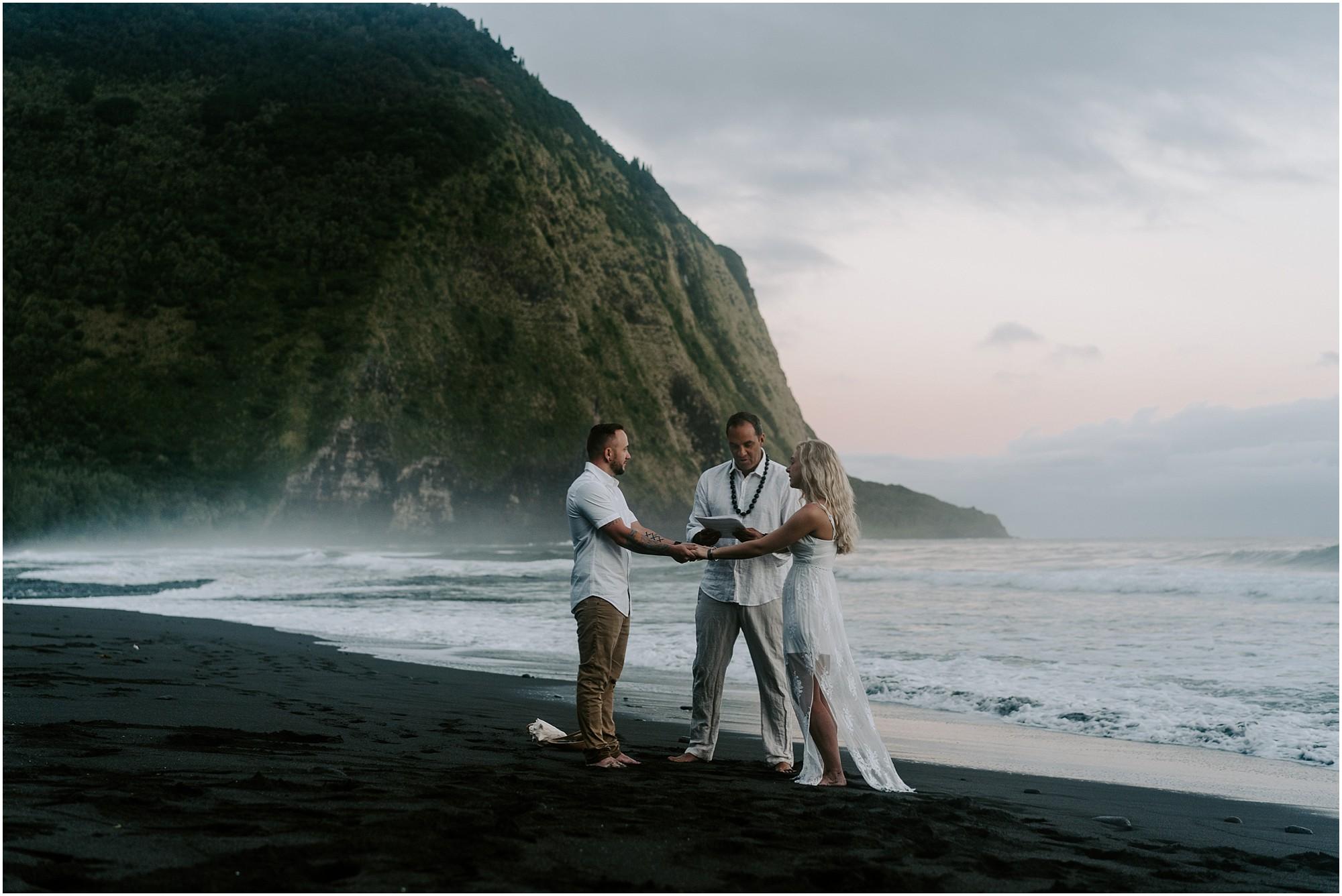 waipio-valley-wedding-hawaii-elopement-photographer_0010.jpg