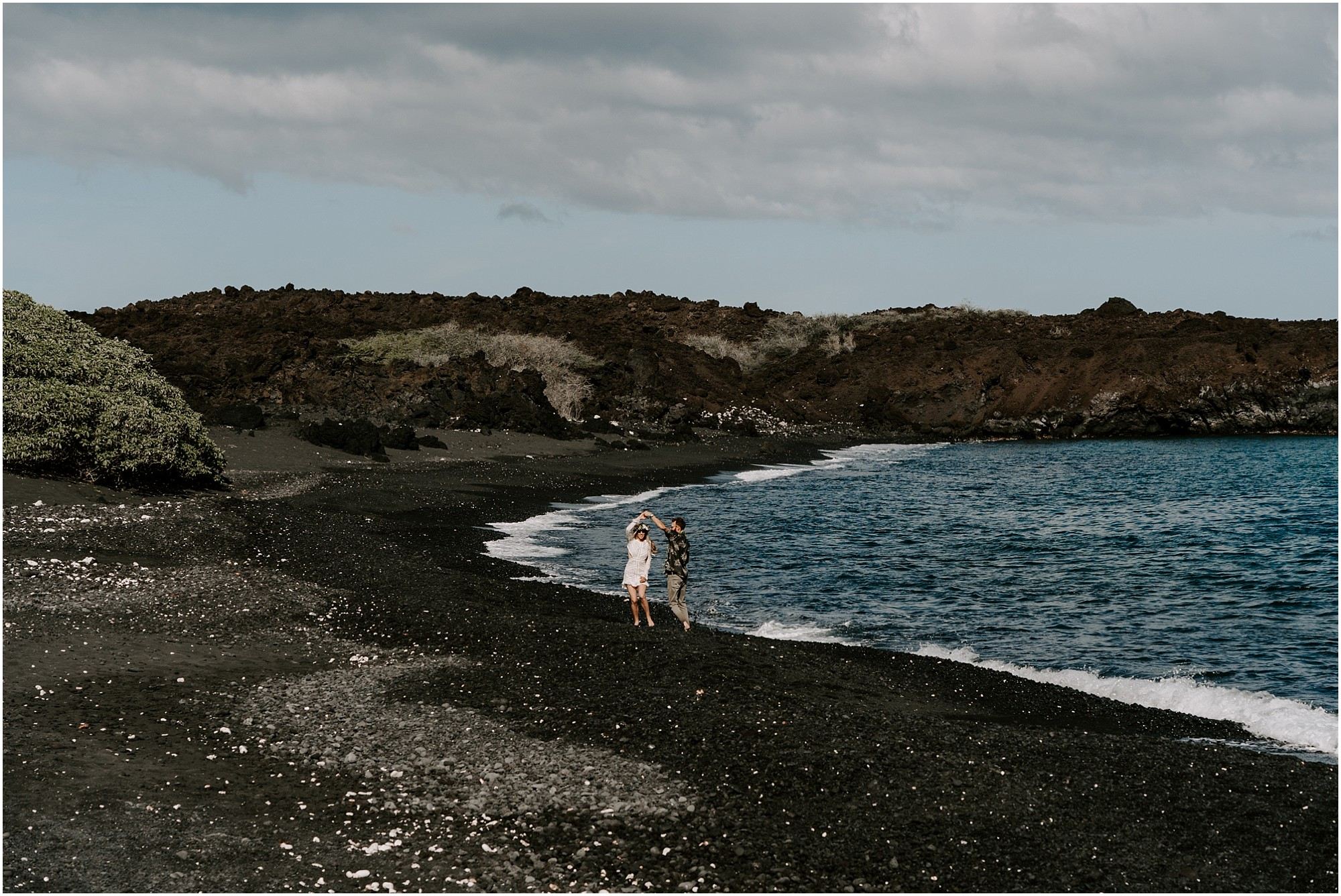 black-sand-beach-elopement-big-island-hawaii_0053.jpg