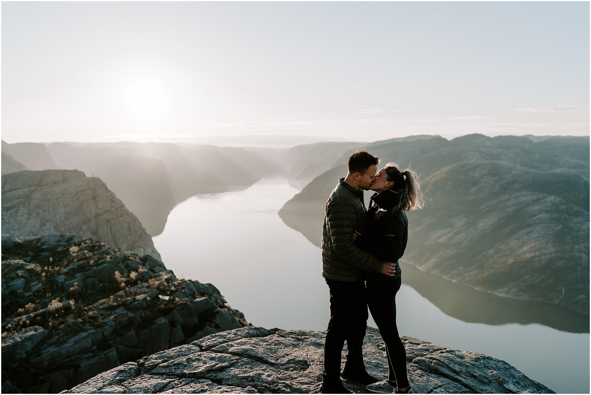 adventure-elopement-photographer-destination-wedding-norway_0008.jpg