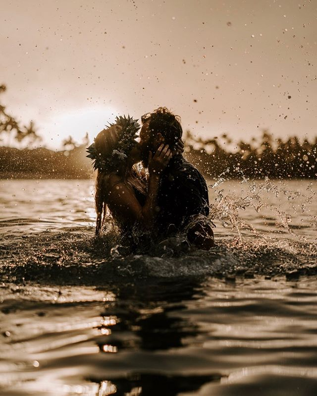 Double tap if you'd be down to get in the water with your love during your adventure session.  Seriously though, getting shots in the water is highly requested by a lot of our couples, and we absolutely love it!  Plus, it's the perfect excuse to cool down after a hiking adventure! Who's ready to jump in?!💦
