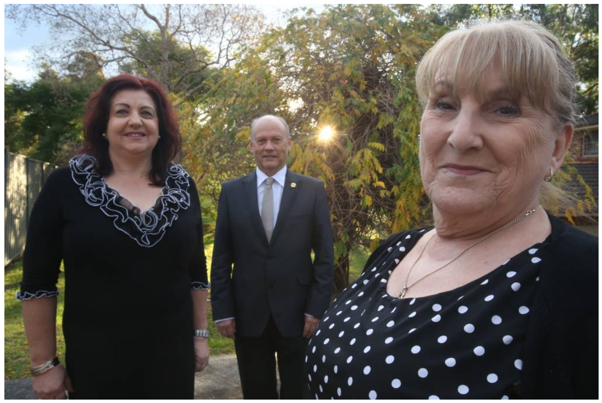L-R: Wollongong Toastmasters duo Mirella and Lew Troman with President Kathryn McClelland