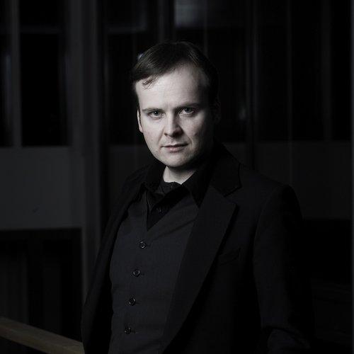 Tor Espen Aspaas - Tor Espen Aspaas er pianist, kammermusikar og professor ved Noregs musikkhøgskule. Han er ein av dei mest profilerte yngre norske pianistane og er også ein førsteklasses musikkformidlar. For dette blei han hausten 2016 Riddar av 1. klasse av St. Olavs Orden. Aspaas har vore solist med ei rad nasjonale og internasjonale symfoniorkester. Han har også vore kunstnerisk leiar for Vinterfestspela på Røros.