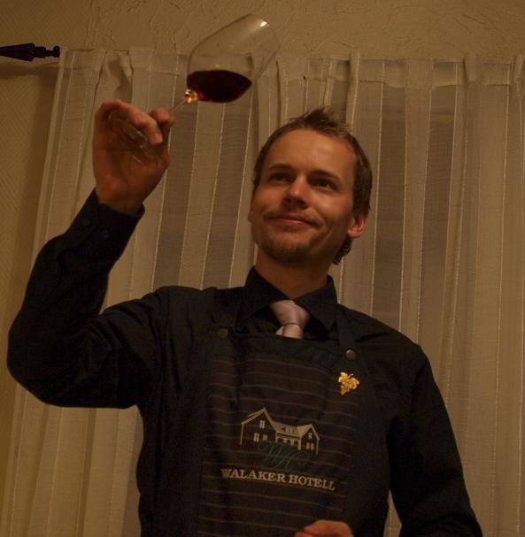 Vinspirasjon - Vinspirasjon, med Steffen Hilleren tilbyr ei rekke spennande vinkurs for dykk som vil ha eit koseleg, lærerikt og teambyggande avbrekk i kvardagen.Steffen Hilleren, utdanna vinkelner ved Norsk Sommelier Utdannelse, med mange års erfaring frå hotell- og restaurantmiljøet, samt vinmonopolet.Besøk han på Facebook eller kontakt han gjennom vårt kontaktskjema