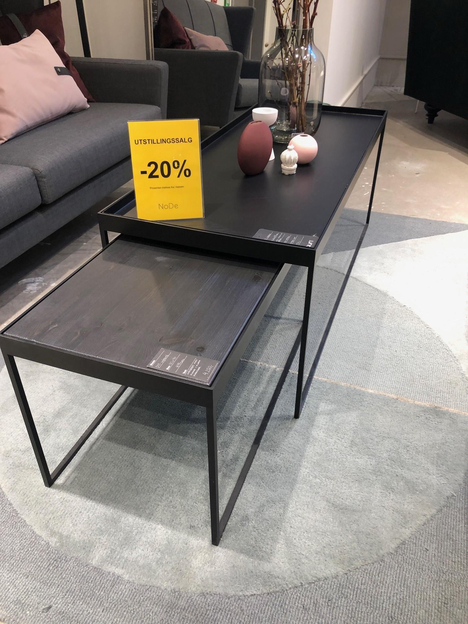 lite bord med furu-topp er solgt