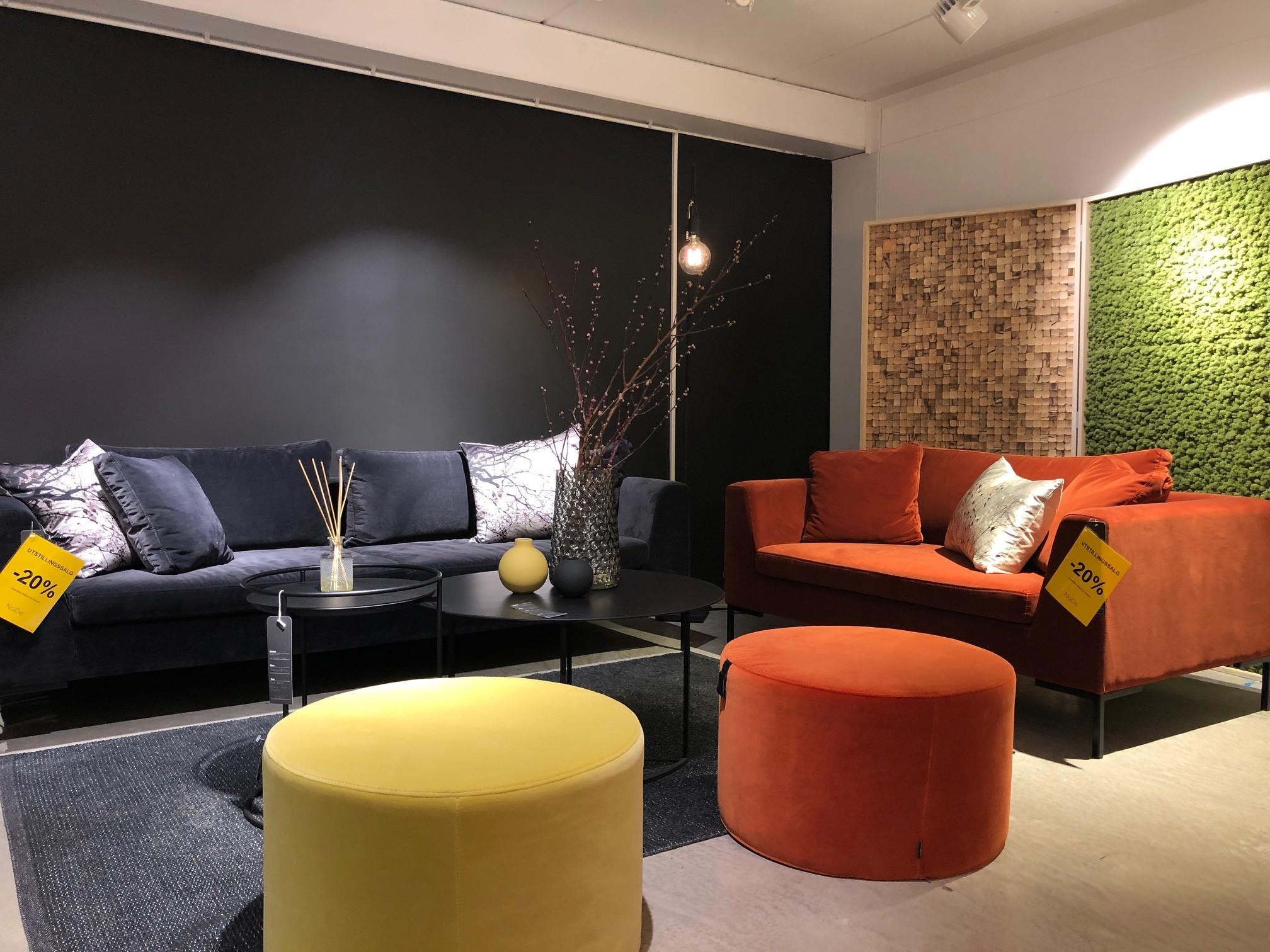 LYNG SOFAER -20%, (Mørkblå sofa er solgt) MINGLE PUFF GUL OG ORANSJE -20%