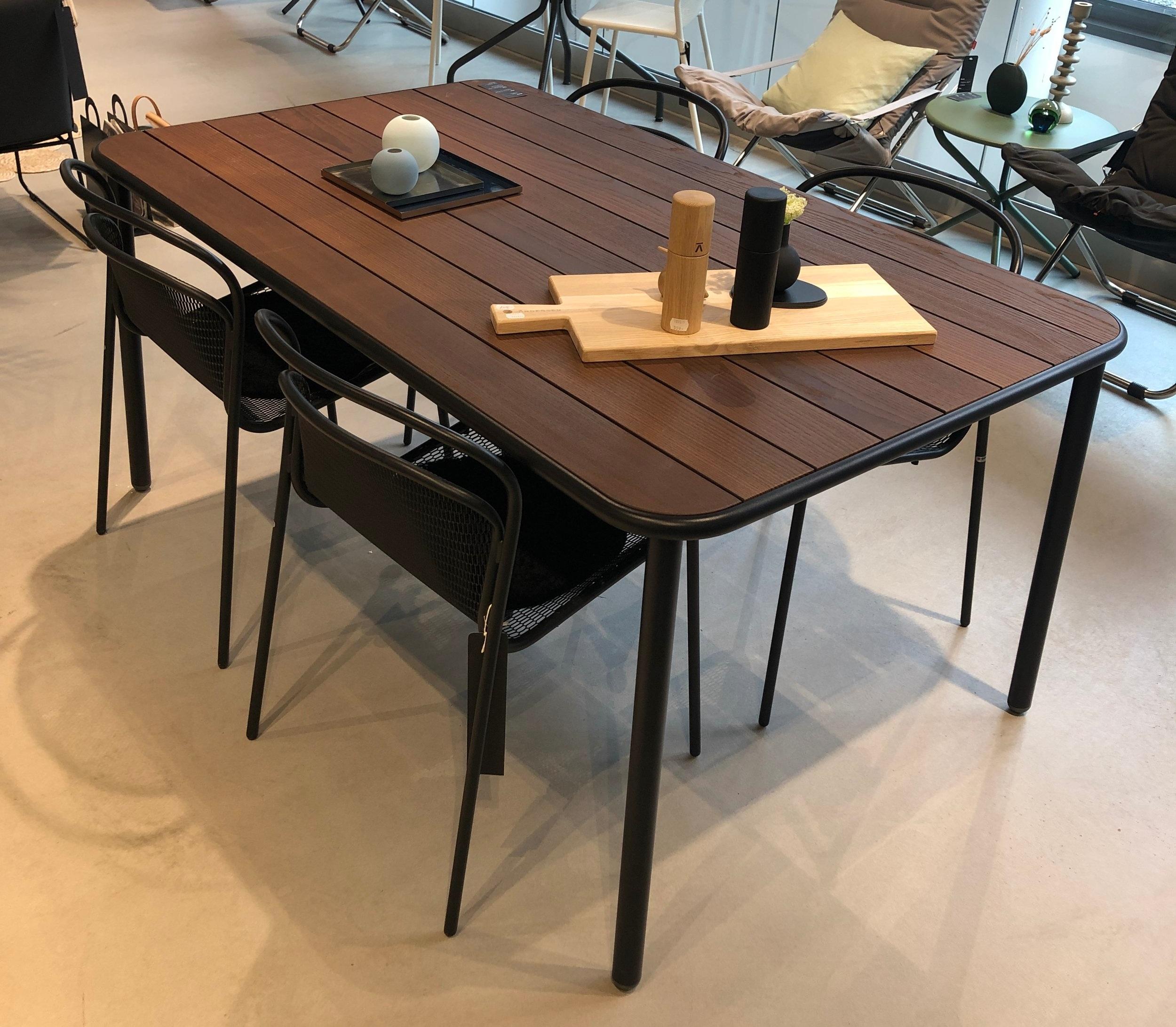 Aria bord og Modern stoler: -**% - Stolene selges i par, 2 eller 4 stk.