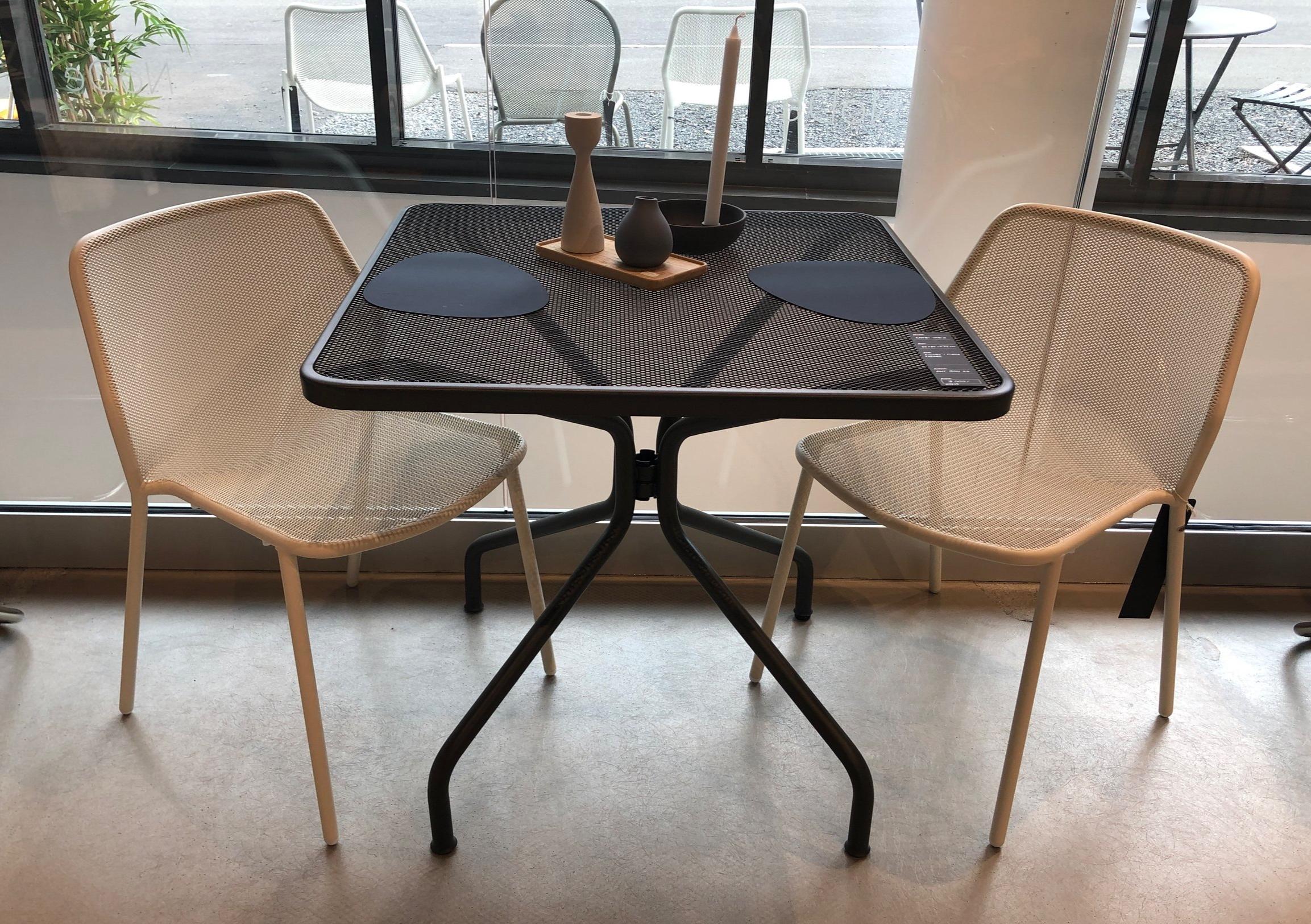 Cambi bord og Darwin stoler: -**% - Stolene selges i par, 2, 4 eller 6 stk.