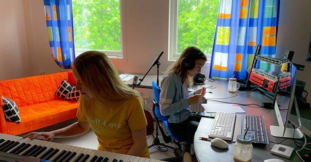 Å𝘮å𝘭 𝘚𝘶𝘮𝘮𝘦𝘳𝘤𝘢𝘮𝘱! . 🎧🔊🎶 . Såhär såg det ut förra veckan på vårt summercamp i Åmål! Tack till alla grymma deltagare och ledare! ✨  #podiumkultur #ungakreatörer #musikproduktion #kollo