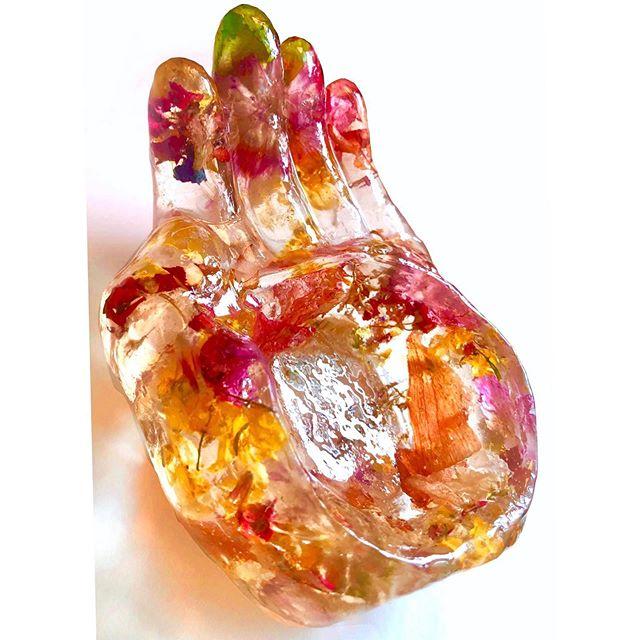 More things for my frozen flower village #driedflowers #resinart #flowerbowl