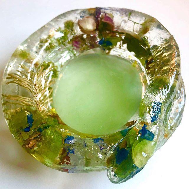 Snake bowl will protect your trinkets 🐍 #resin #resinart #driedflowers #snake