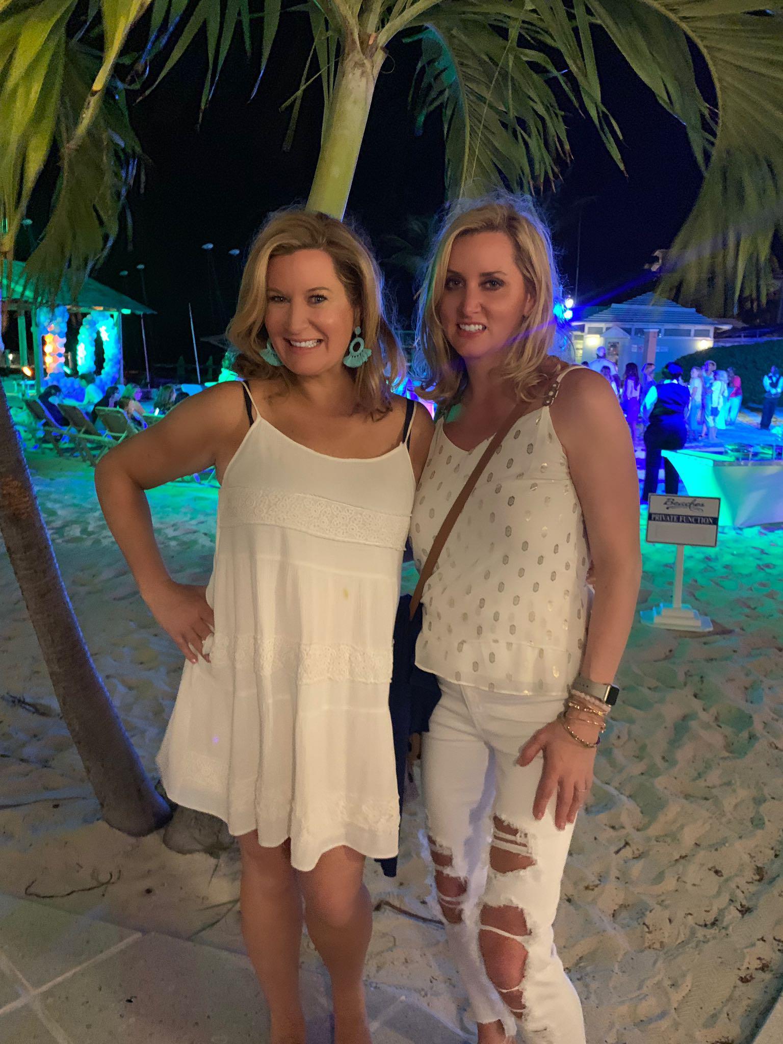 Trip-Sisters-Beaches-Collen-Kelly-Catie-Kehoe-Nightlife