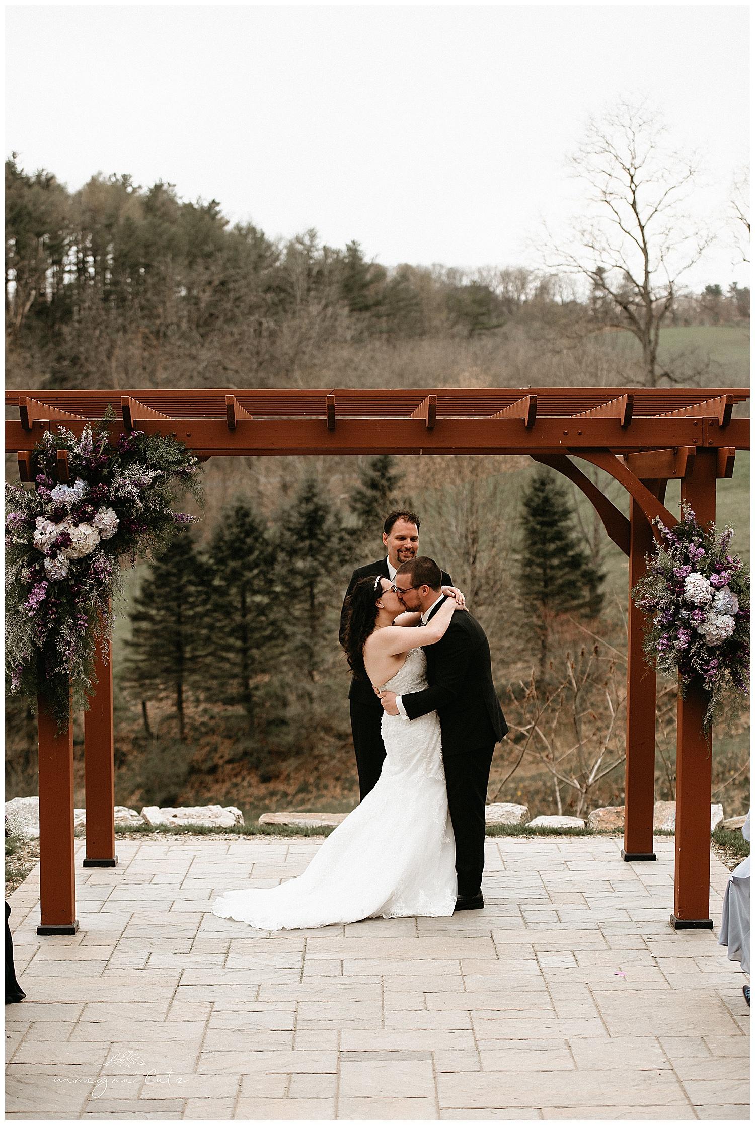 NEPA-wedding-photographer-at-the-glasbern-inn-fogelsvilles-pa_0018.jpg