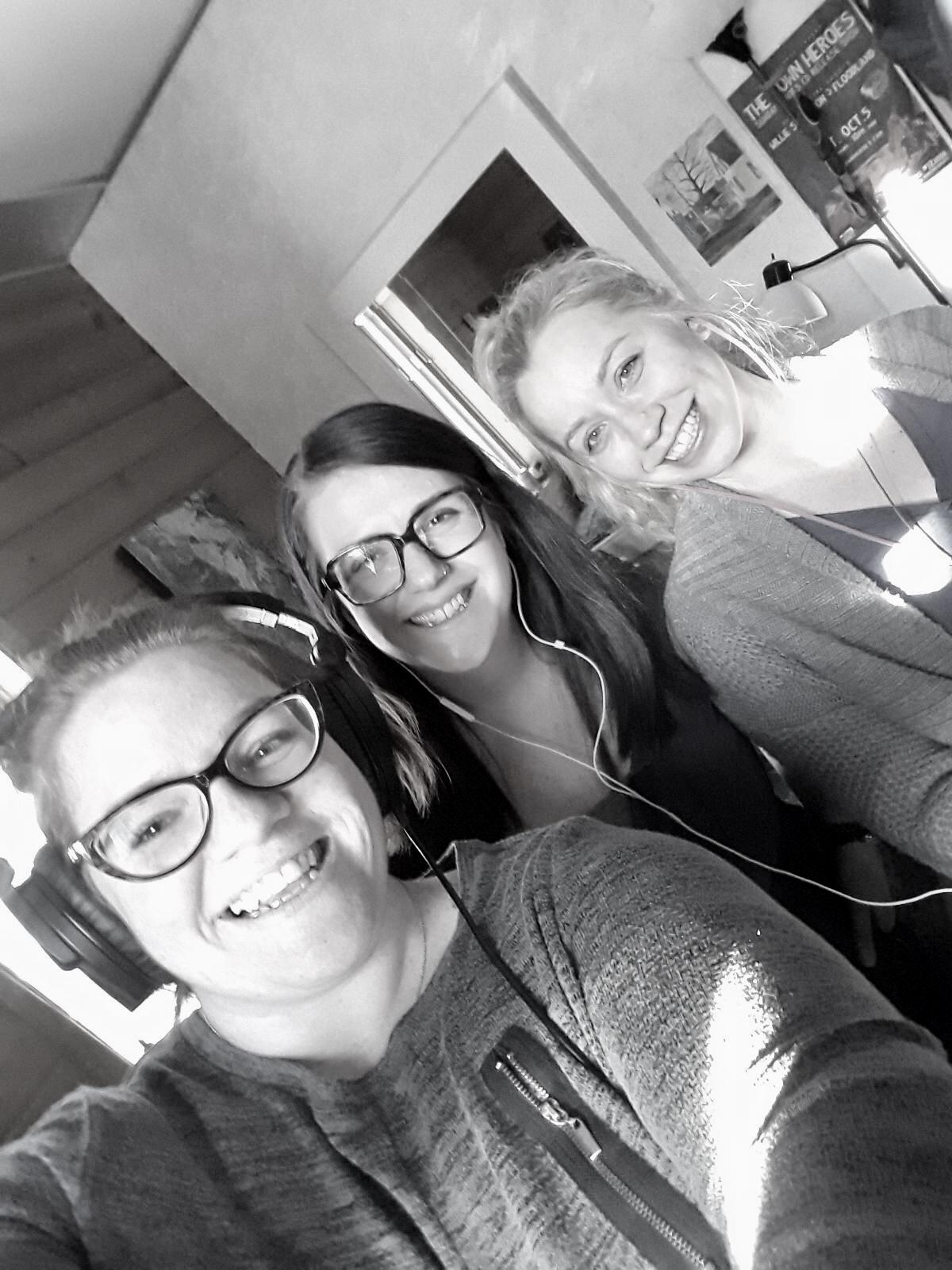 Friends singing songs together (Stefanie Smiley, Sara Mader, Kristen Herrington)