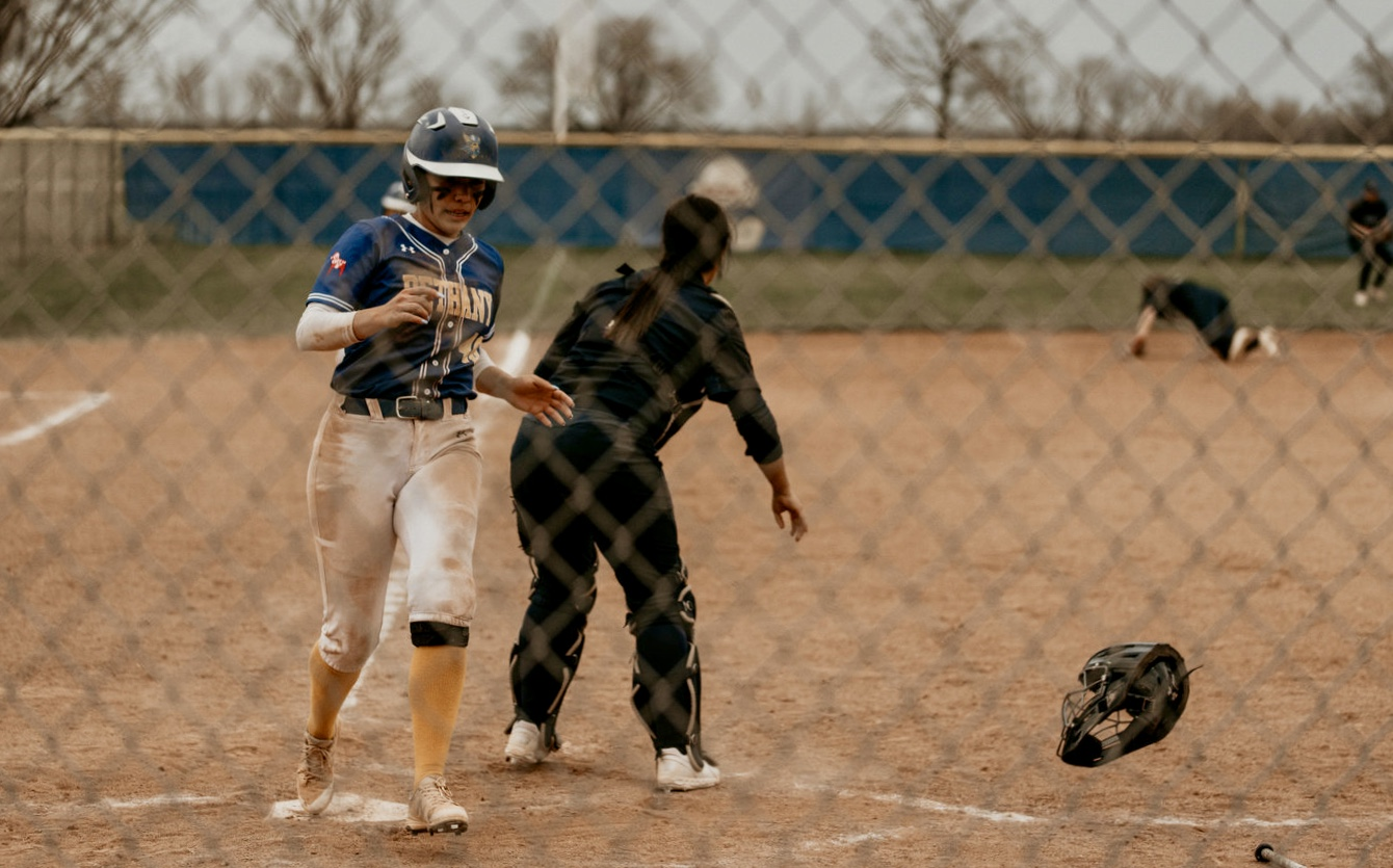 Scoring Ciera Flores (40) from third and Alexandra Medina from second base.