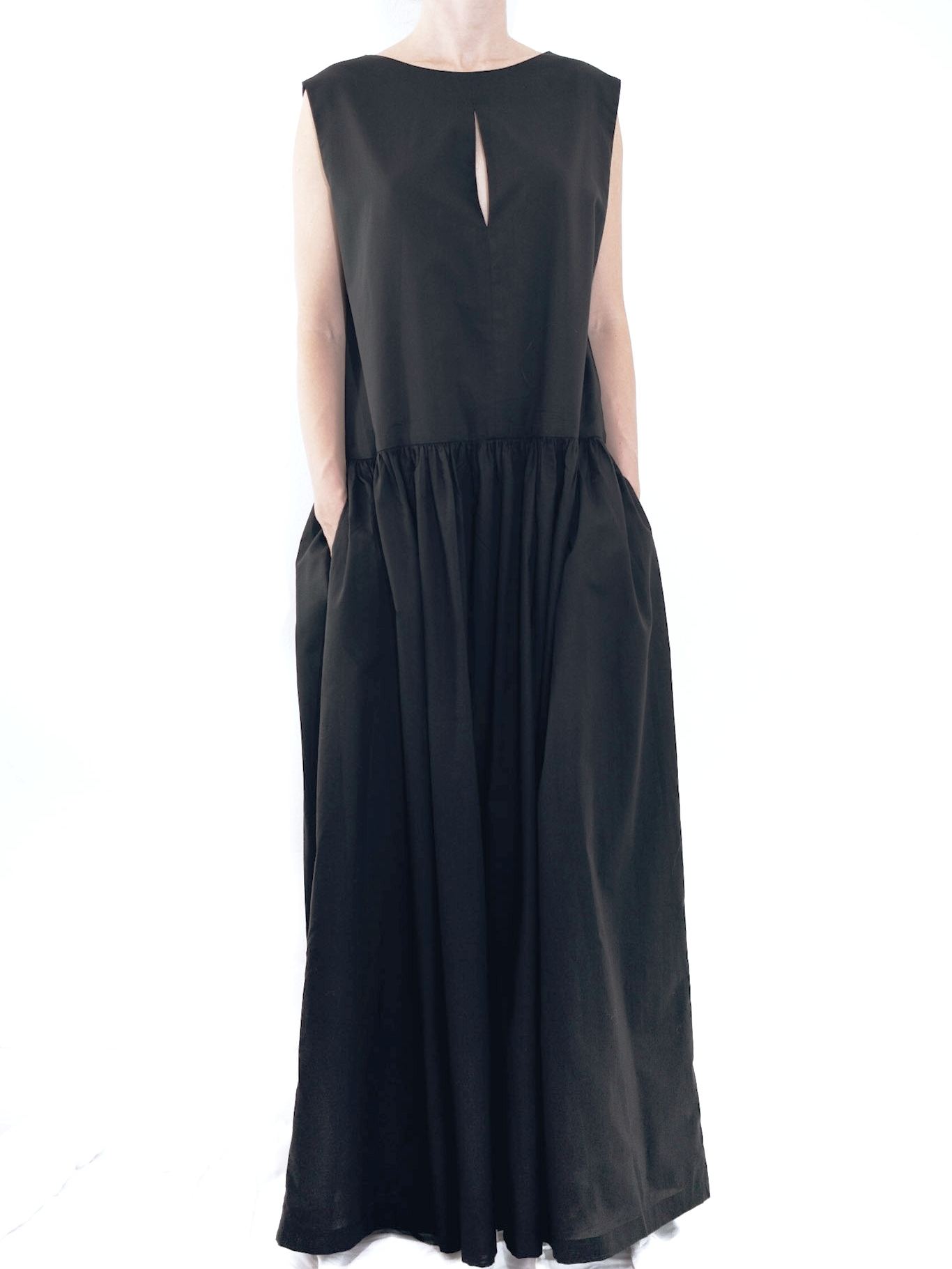 19.0.01 DB - DRESS : LINE  FABRIC: 100% COTTON  SIZE: S. M. L.  COLOR: BLACK