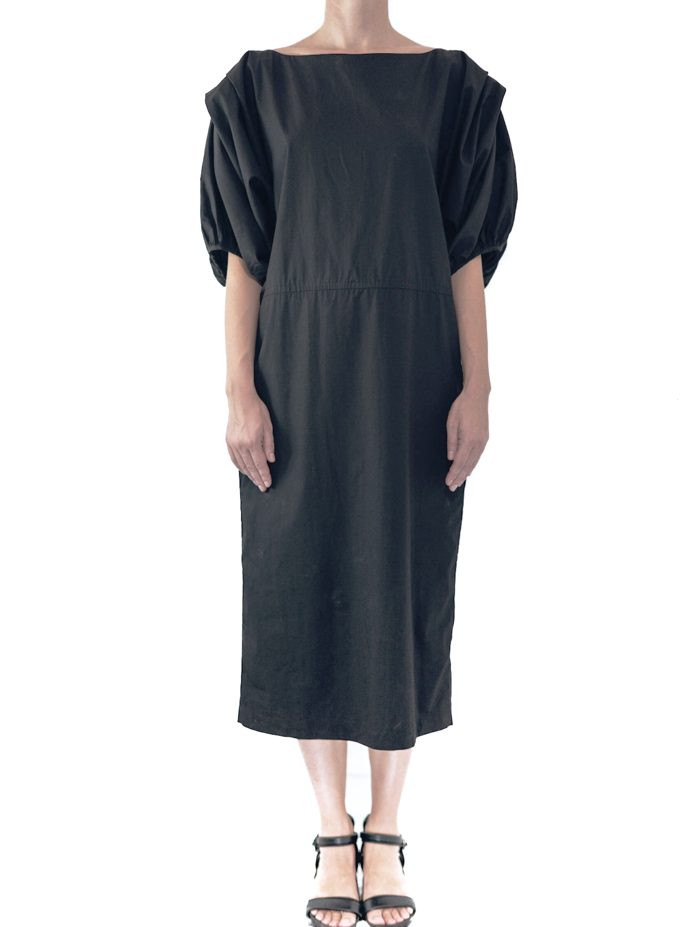 19.0.18 DB - DRESS : SLEEVE  FABRIC: 100% COTTON  SIZE: S / M / L  COLOR: BLACK / WHITE