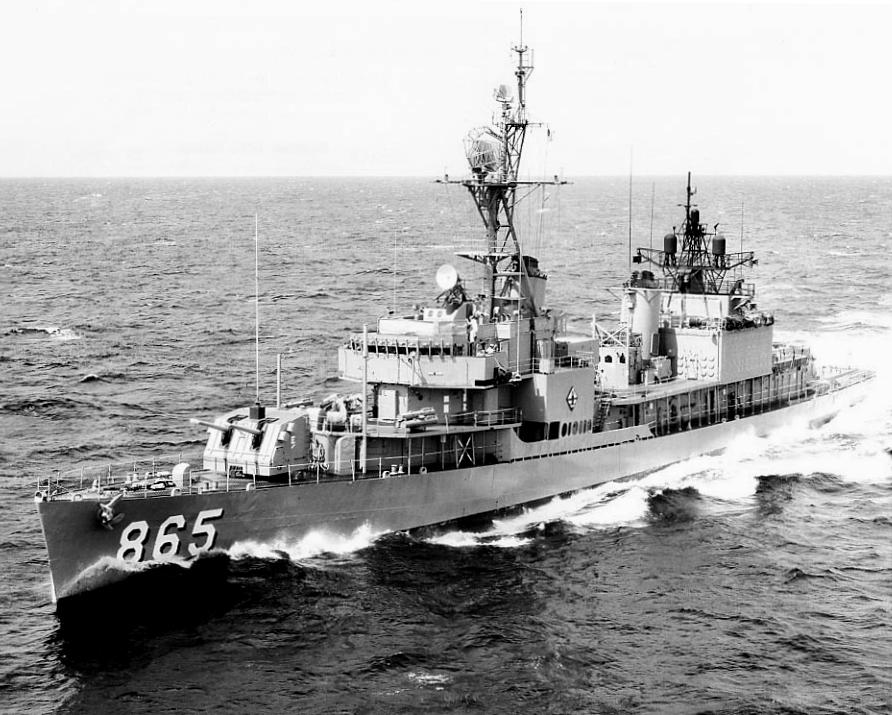 USS_Charles_R._Ware_(DD-865)_underway_off_Oahu_in_August_1967.jpeg