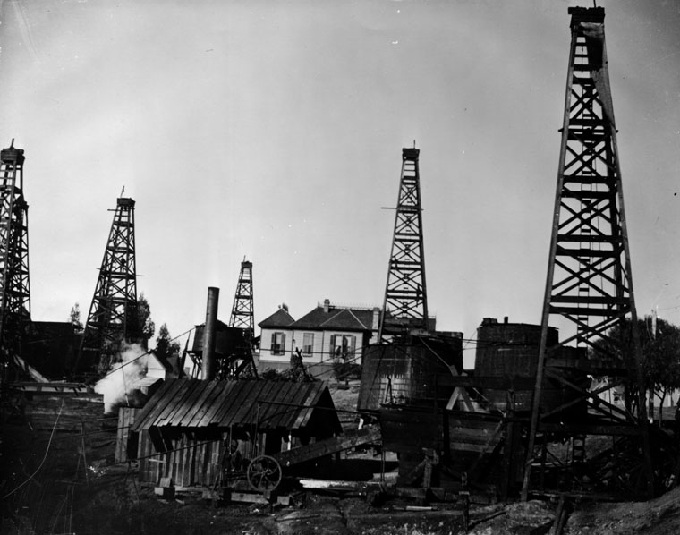 1949 image of oil wells and a residence in the LA region. Source: LAPL Security Pacific National Bank Collection