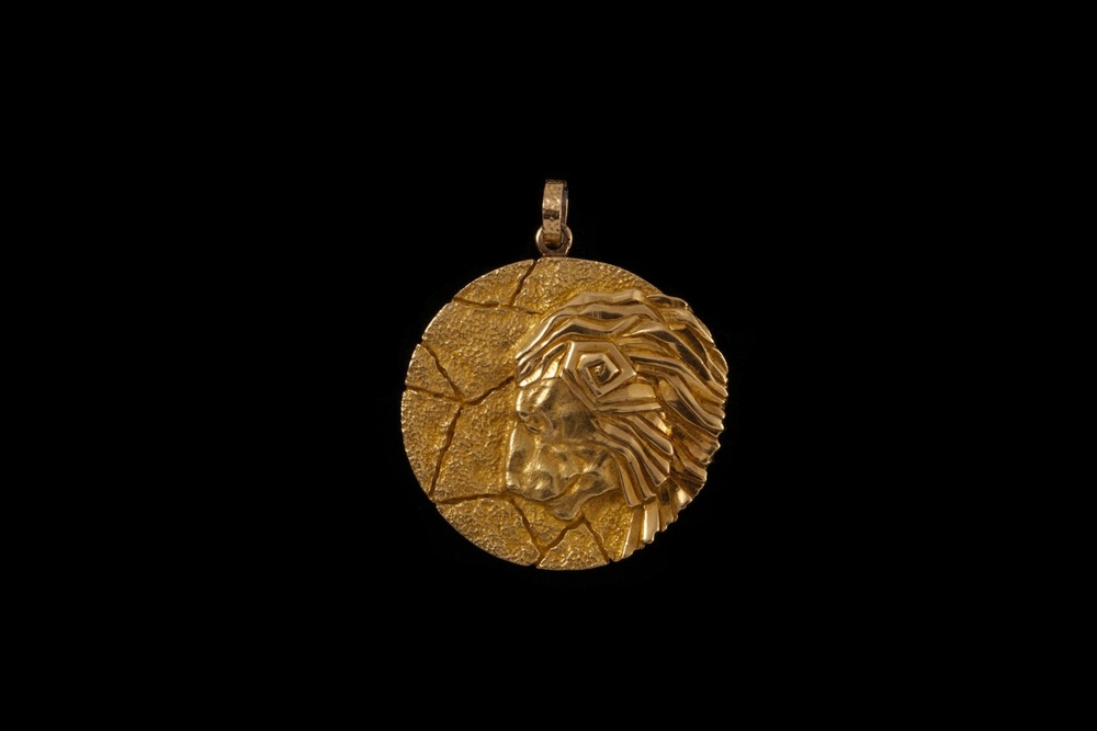 For those seeking different animal and Zodiac inspired pendants, we offer an array of other signs as well. Try our Tiffany double fish pendant for upcoming Pisces, or a Cartier Aquarius. Or a powerful Tiffany Leo (above). You are sure to be aligned with the style stars- not to speak of precious good karma- in the years to come!