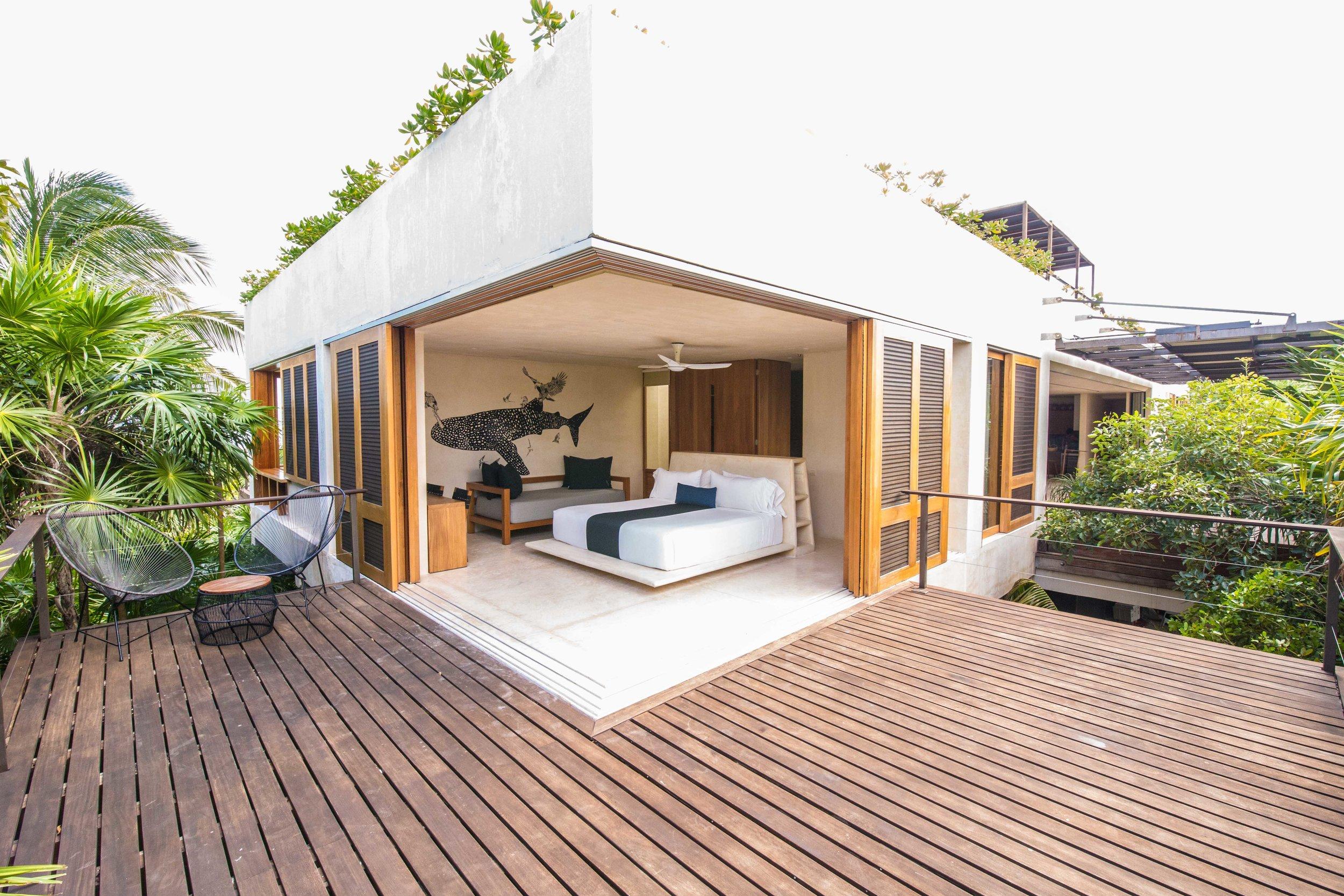 IMG_1957 - Na'iik - Whale bedroom and terrace - © Nico T.jpg