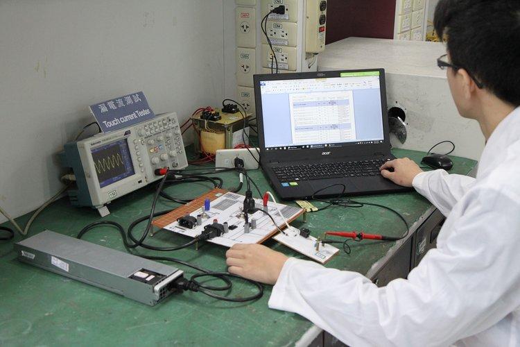 ▸ IEC 60601-1, ANSI/AAMI ES60601-1 Medical Electrical Equipment