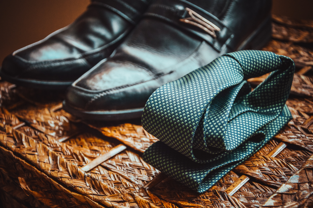 shoes-tie-pexels-resized.jpeg