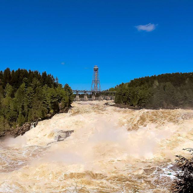 Les chutes de Shawinigan sont toujours aussi belles. Avez-vous eu la chance de les observer du haut de notre tour d'observation? . . . #citedelenergie #tourisme #shawi #shawinigan #chutes #mauricie