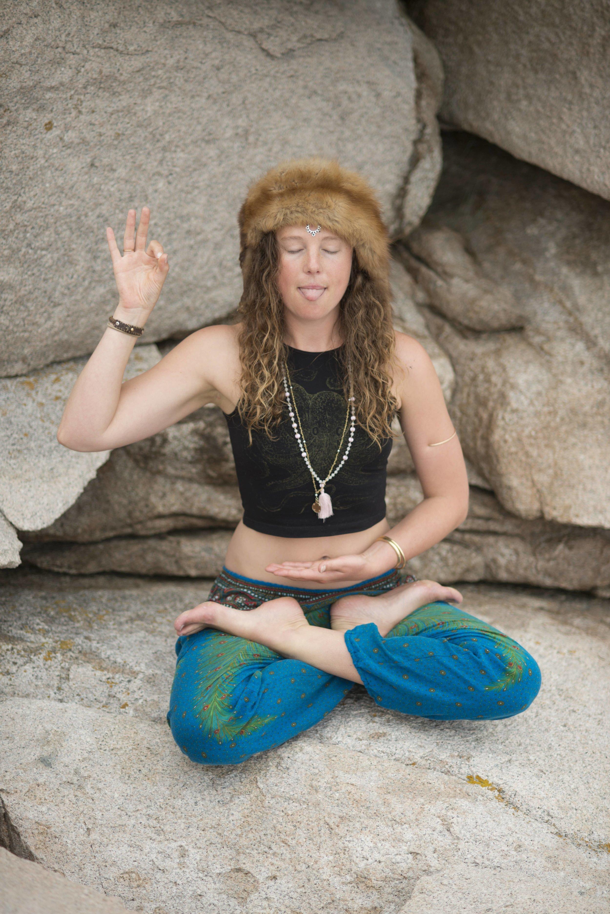 Phoebe Yoga 8-201625-min.jpg
