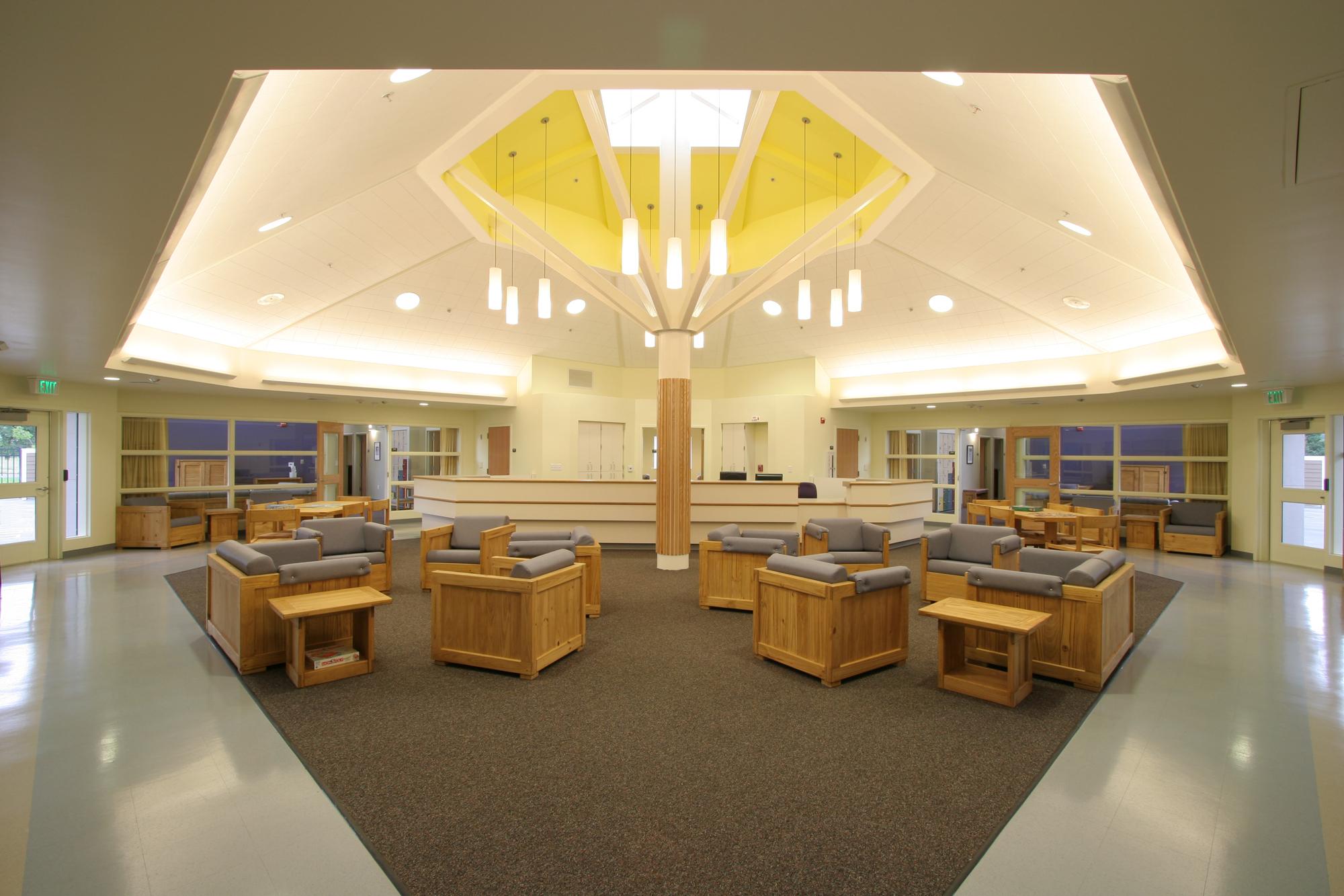 InteriorOctogonal_Comm.jpg
