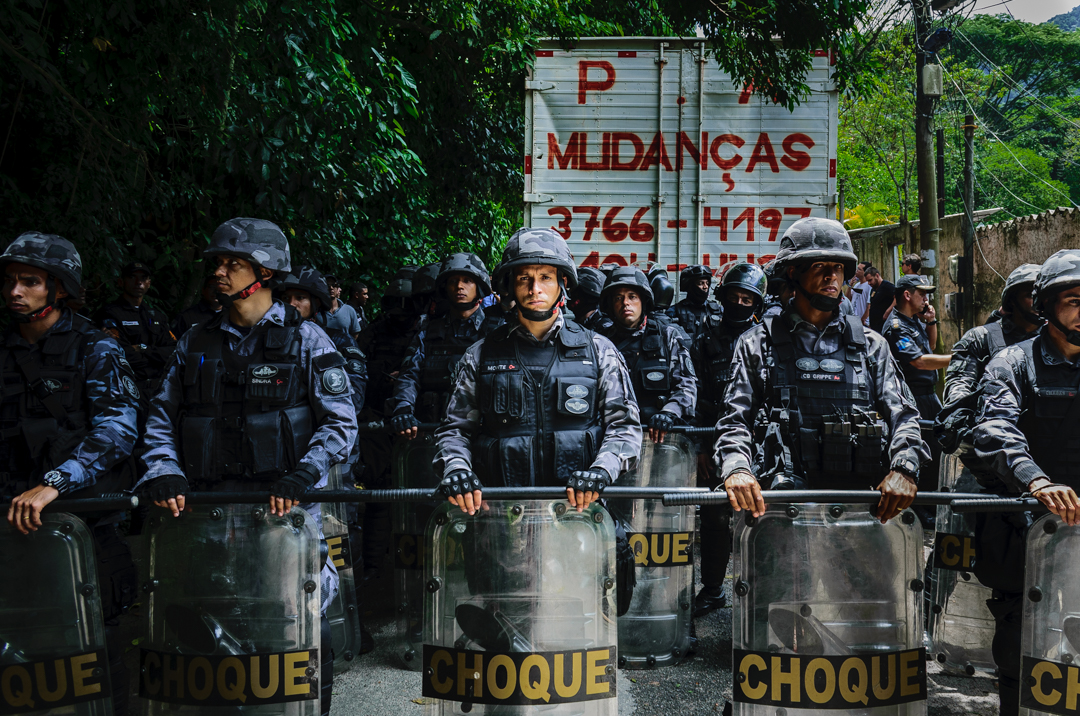 Brazilian Soldiers Participate in Forced Eviction of Squarters in Horto, Rio de Janeiro