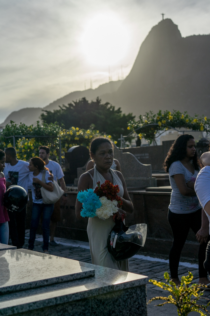 Family and friends gather to pay respects to Deivison Farias de Sousa killed in Rocinha this Saturday, March 31 in Rio de Janeiro.
