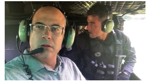 Governor Wilson Witzel in the Civil Police's helicopter during an operation targeting organized crime in Angra dos Reis. (Photo: Wilson Witzel Instagram)